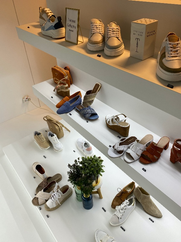 Talona damesschoenen, handtassen en accessoires | Over Talona